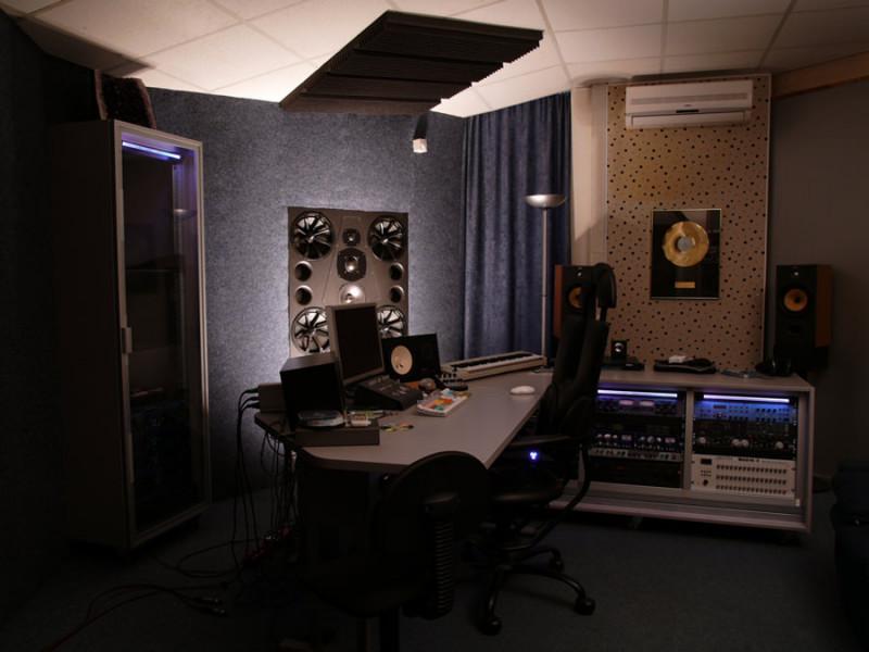 Studio_frontal_edit