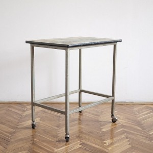 TRIJE-KOSI-industrial-vintage-side-table-on-wheels-1-550x550