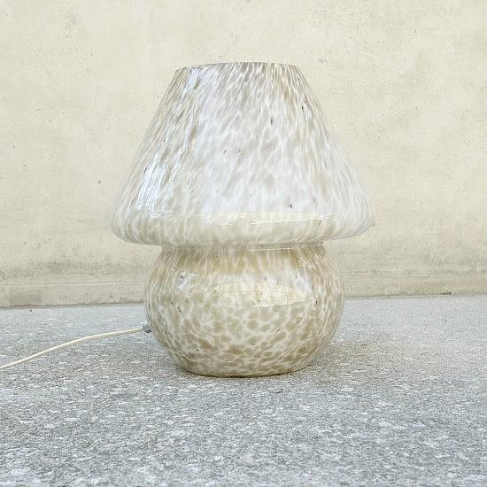 TRIJE-KOSI_Porcini_glass_SijajHrastnik_table_lamp-05-550x550