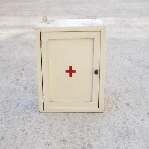 TRIJEKOSI_Firstaid_cupboard_1950_wood_white_PA_01-550x550