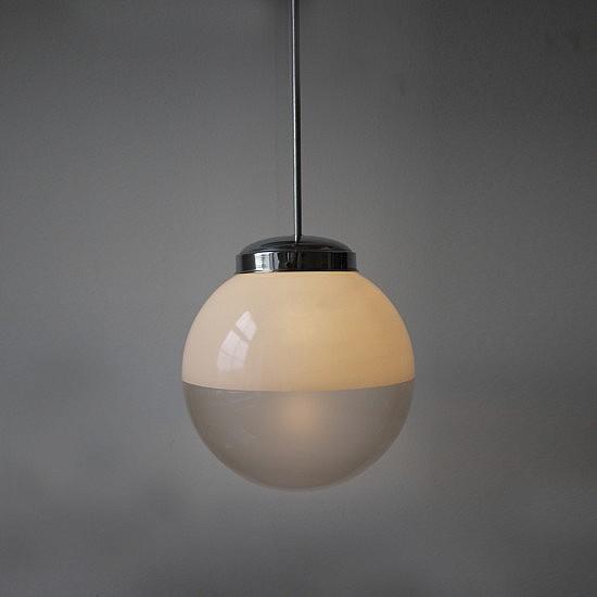 TRIJEKOSI_spheric_opaline_large_globe_pendant02-550x550