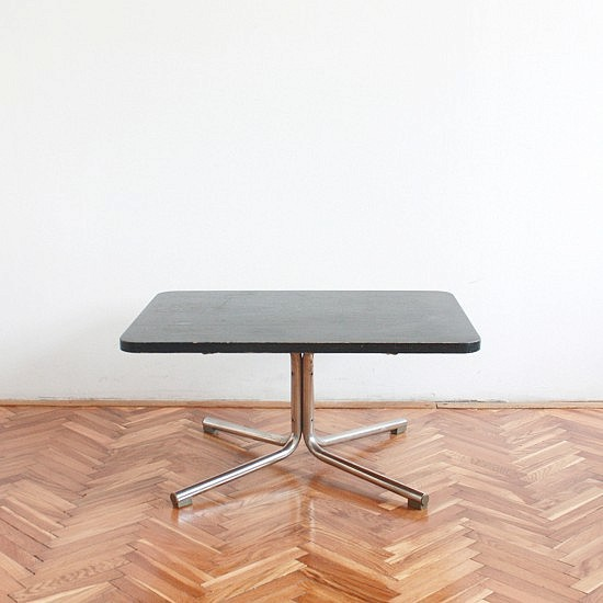 TRIJE-KOSI-black-vintage-sidetable-metal-base-1-550x550